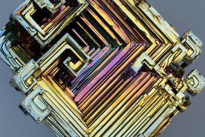 https://imgc.artprintimages.com/img/print/bismuth-crystal_u-l-pzh2640.jpg?p=0