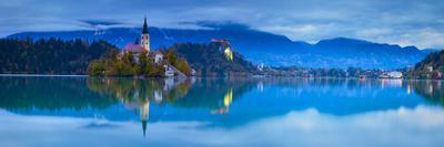 https://imgc.artprintimages.com/img/print/bled-island-with-the-church-of-the-assumption-and-bled-castle-illuminated-at-dusk-lake-bled_u-l-ptz4dq0.jpg?p=0