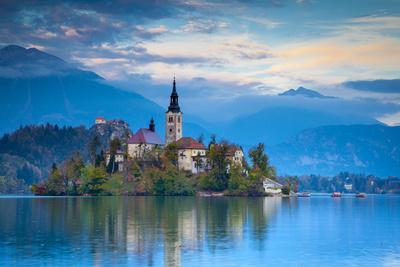 https://imgc.artprintimages.com/img/print/bled-island-with-the-church-of-the-assumption-and-bled-castle-illuminated-at-dusk-lake-bled_u-l-pxt8hm0.jpg?p=0