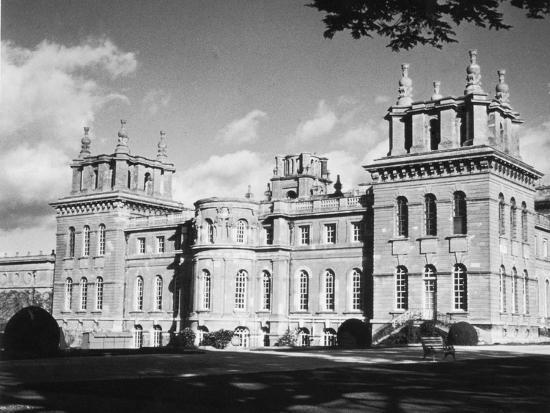 Blenheim Palace in Oxfordshire, 1950-Staff-Photographic Print