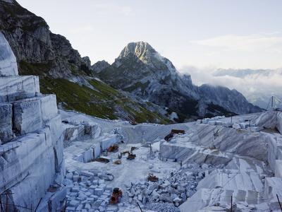 https://imgc.artprintimages.com/img/print/blocks-being-cut-in-a-marble-quarry-used-by-michaelangelo-apuan-alps-tuscany-italy-europe_u-l-pfls760.jpg?p=0