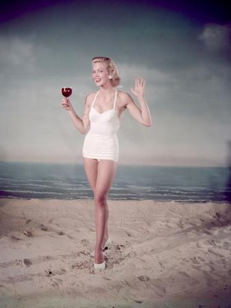 https://imgc.artprintimages.com/img/print/blonde-pin-up-on-beach_u-l-q1089kv0.jpg?p=0