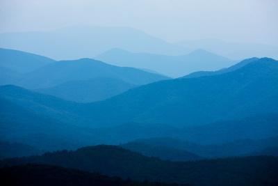 https://imgc.artprintimages.com/img/print/blue-mountains-blue-ridge-parkway-virginia_u-l-pzmry70.jpg?p=0