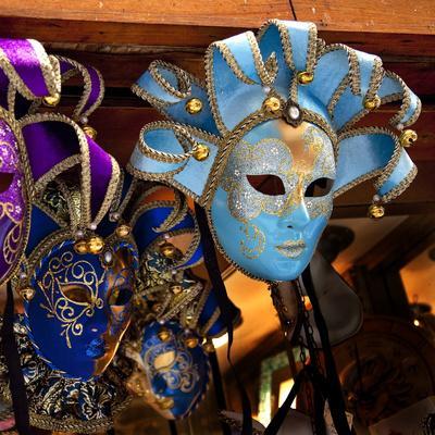 https://imgc.artprintimages.com/img/print/blue-venetian-masks-venice-italy_u-l-q13cf1p0.jpg?p=0