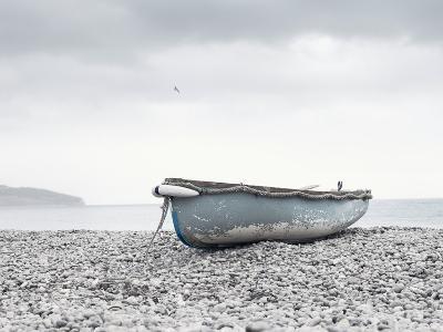Boat at Beach in Devon-Simon Plant-Photographic Print