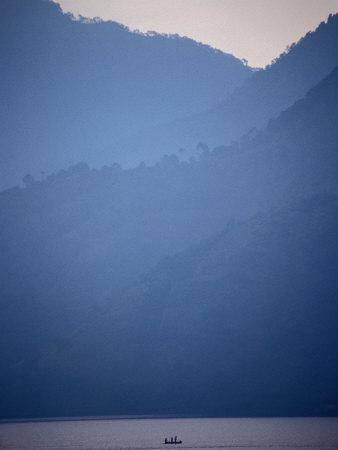 https://imgc.artprintimages.com/img/print/boat-on-misty-lago-de-atitlan-santiago-atitlan-solola-guatemala_u-l-p3suhu0.jpg?p=0