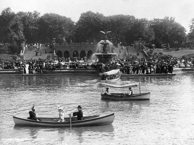 Boaters in Front of Bethesda Terrace, Central Park--Photographic Print