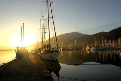 https://imgc.artprintimages.com/img/print/boats-docked-in-the-harbor-at-fethiye-sunrise-in-turkey_u-l-q10th7g0.jpg?p=0