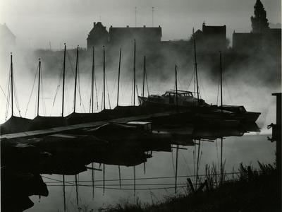 https://imgc.artprintimages.com/img/print/boats-harbor-netherlands-1960_u-l-q1g6w700.jpg?p=0
