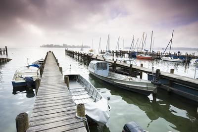 https://imgc.artprintimages.com/img/print/boats-jetties-chiemsee-fraueninsel-morning-fog-stormy-atmosphere_u-l-q11w3180.jpg?p=0