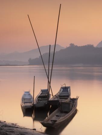 https://imgc.artprintimages.com/img/print/boats-on-mekong-river-at-sunset-luang-prabang-laos_u-l-pdrkt40.jpg?p=0
