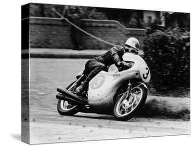 Bob Mcintyre on a Honda, Racing in the Isle of Man Junior Tt, 1961