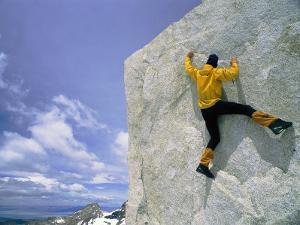 Bouldering on El Paso Superior by Bobby Model