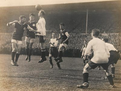 https://imgc.artprintimages.com/img/print/bolton-wanderers-vs-west-ham-united-fa-cup-final-28th-april-1923_u-l-pjjeg10.jpg?p=0