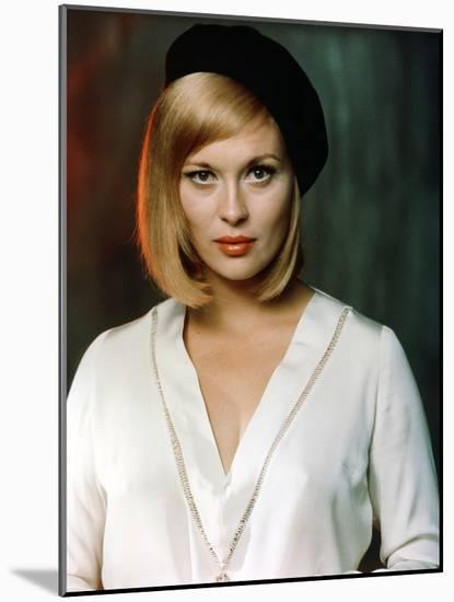 Bonnie and Clyde 1967 Directed by Arthur Penn Faye Dunaway--Mounted Photo