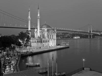Bosphoros River Bridge and Ortakoy Camii Mosque, Ortakoy District, Istanbul, Turkey-Gavin Hellier-Photographic Print
