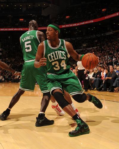 Boston Celtics v Toronto Raptors: Paul Pierce and Kevin Garnett-Ron Turenne-Photo