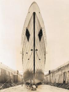 Bow of Queen Mary in Drydock