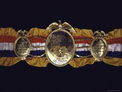 https://imgc.artprintimages.com/img/print/boxing-champ-joe-frazier-s-the-ping-magazine-award-world-heavyweight-championship-medal_u-l-p4786d0.jpg?p=0