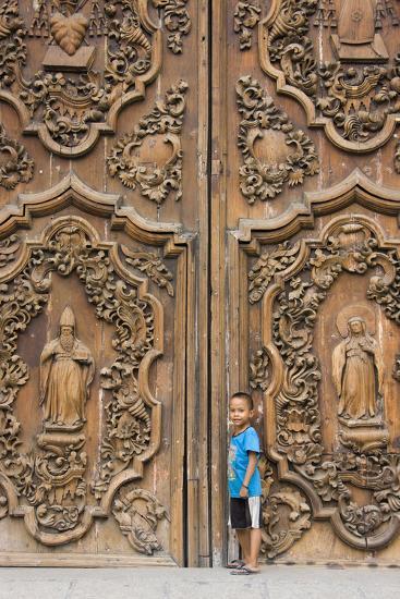 Boy by Entrance to Manila Metropolitan Cathedral, Manila, Philippines-Keren Su-Photographic Print