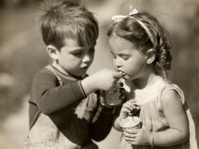 https://imgc.artprintimages.com/img/print/boy-gives-ice-cream-to-sister_u-l-q10bvsj0.jpg?p=0