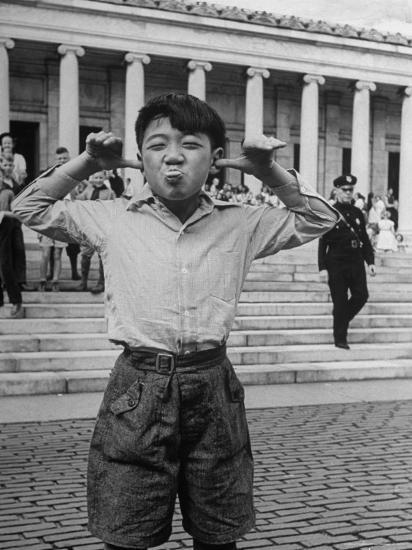 Boy Mugging For the Camera Outside the Toledo Art Museum-Alfred Eisenstaedt-Photographic Print