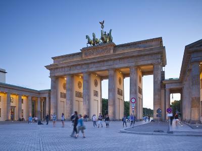 Brandenburg Gate, Pariser Platz, Berlin, Germany-Jon Arnold-Photographic Print