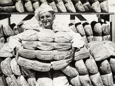 Bread for the Troops on the Front Line, C.1915--Photographic Print