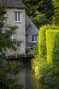 River Windrush Winds it's Way Through Burford, Oxfordshire, England by Brian Jannsen