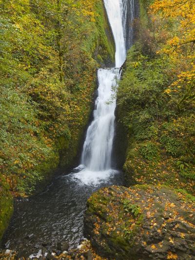 Bridal Veil Falls in autumn-John Eastcott & Yva Momatiuk-Photographic Print
