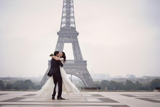 bride-groom-at-eiffel-tower