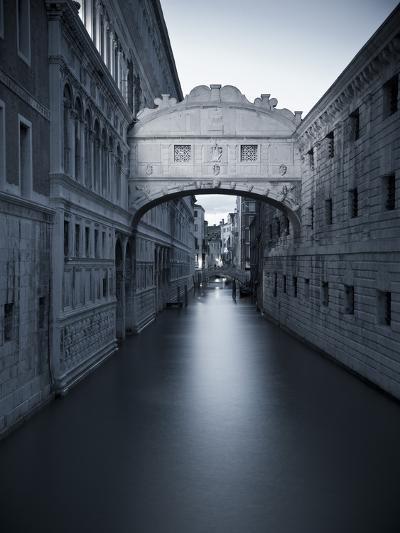 Bridge of Sighs, Doge's Palace, Venice, Italy-Jon Arnold-Photographic Print