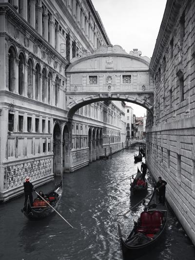 Bridge of sighs doges palace venice italyby jon arnold