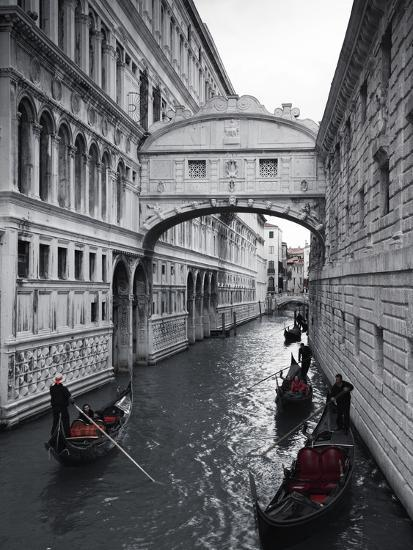 Bridge of sighs doges palace venice italyby jon arnold