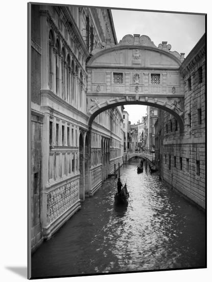 Bridge of Sighs, Doge's Palace, Venice, Italy-Jon Arnold-Mounted Photographic Print