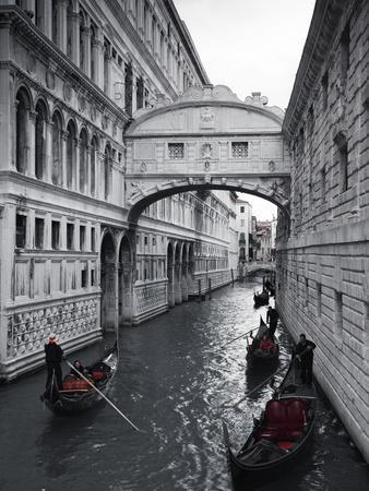 https://imgc.artprintimages.com/img/print/bridge-of-sighs-doge-s-palace-venice-italy_u-l-pxt9un0.jpg?p=0