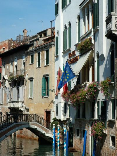 Bridge over Canal, Venice, Italy-Lisa S^ Engelbrecht-Photographic Print