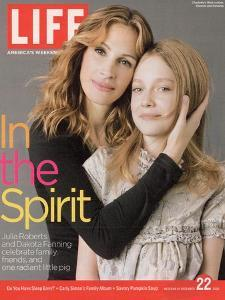Double Portrait of Actors Julia Roberts and Dakota Fanning, December 22, 2006 by Brigitte Lacombe