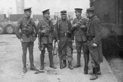 British and French Troops Fraternising, France, August 1914--Giclee Print