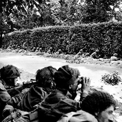 British First Airborne Dug in at Arnhem; Second World War--Photographic Print