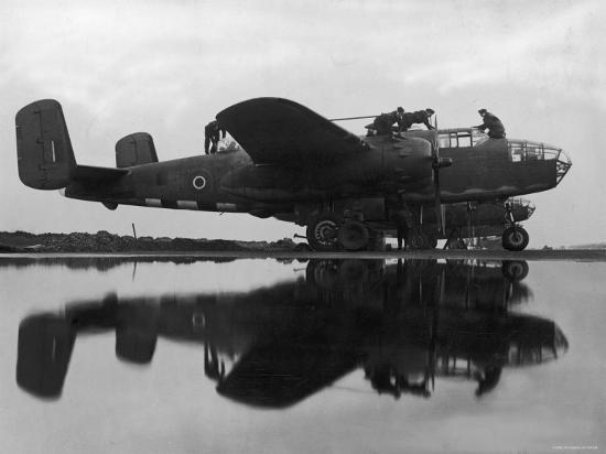british-ground-crew-of-the-raf-servicing