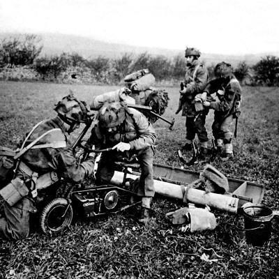 https://imgc.artprintimages.com/img/print/british-paratroops-on-exercise-in-england-second-world-war_u-l-q108ar80.jpg?p=0