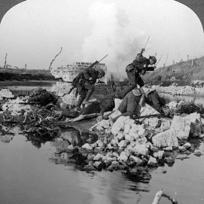 British Soldiers in Action at the Crozat Canal, France, World War I, 1914-1918--Photographic Print