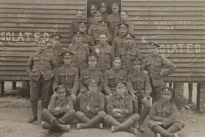 https://imgc.artprintimages.com/img/print/british-soldiers-in-front-of-a-barracks_u-l-pp5mqn0.jpg?p=0