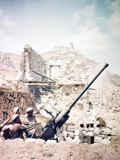 British Soldiers with a Bofors 40MM Anti-Aircraft Gun Below Monte Cassino, Italy, April 1944--Photographic Print