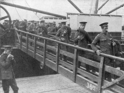 British Troops Disembarking in France, 7 August 1914--Giclee Print