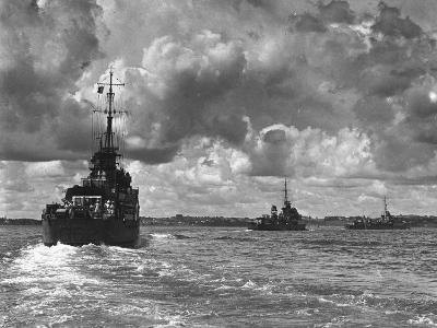 British Warships Entering Sydney Harbour, Australia, 1945--Giclee Print