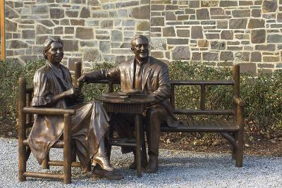 Bronze Statue of Franklin and Eleanor Roosevelt at Their Family Home in Hyde Park, NY--Photographic Print