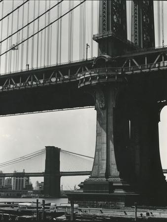 https://imgc.artprintimages.com/img/print/brooklyn-bridge-and-manhattan-bridge-new-york-c-1946_u-l-q1g6l6o0.jpg?p=0