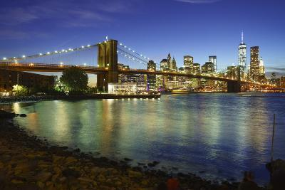 Brooklyn Bridge and Manhattan Skyline at Dusk from Brooklyn Bridge Park-Amanda Hall-Photographic Print